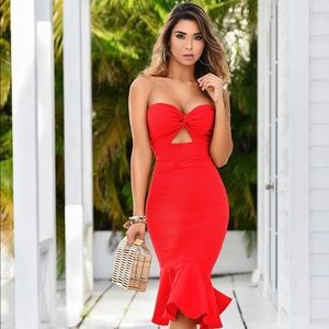 Red knotted strapless mermaid dress